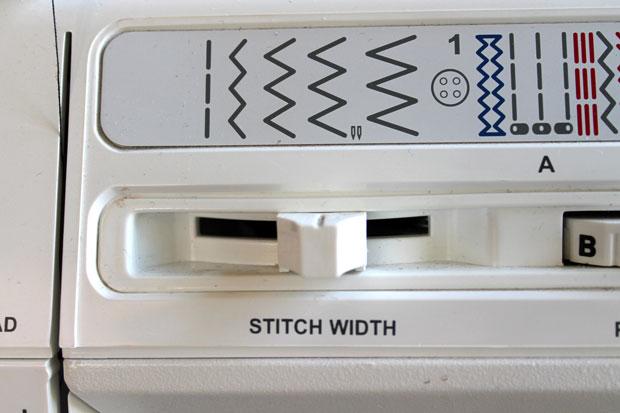 швейная машинка, зигзагообразный шов средней ширины