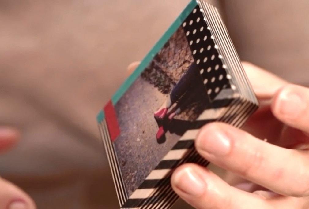 можно оформить рамку, например, при помощи специальной поделочной липкой ленты с рисунком - washi-tape в формате абстракции
