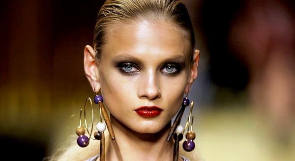 15 модных женских трендов, которые выглядят ужасно: огромные серьги-кольца