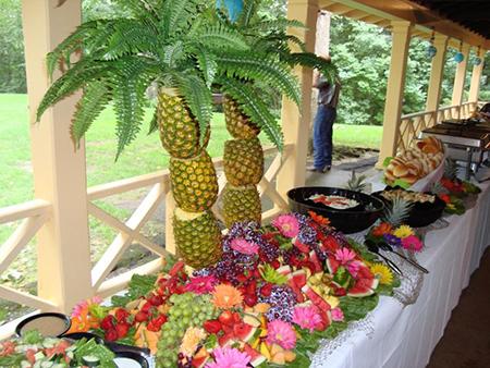 Как сделать пальму из ананасов для украшения стола