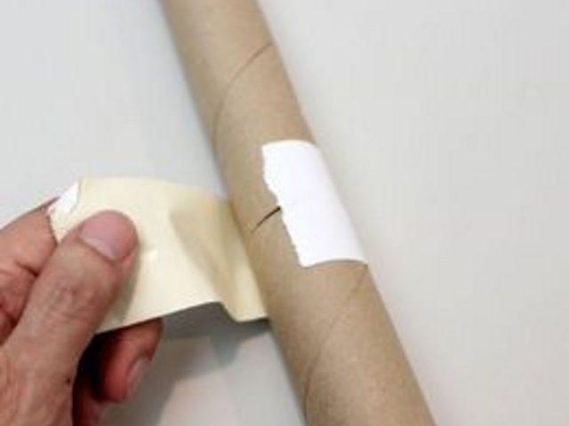 Если в качестве ствола пальмы будете использовать картонные рулоны, вам придется склеивать по несколько штук в длину