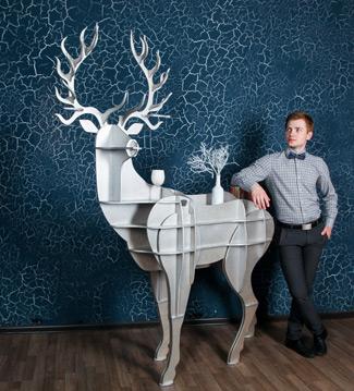 Артем Коренец, техника создания различных объемных предметов из плоских деталей: олень-стол