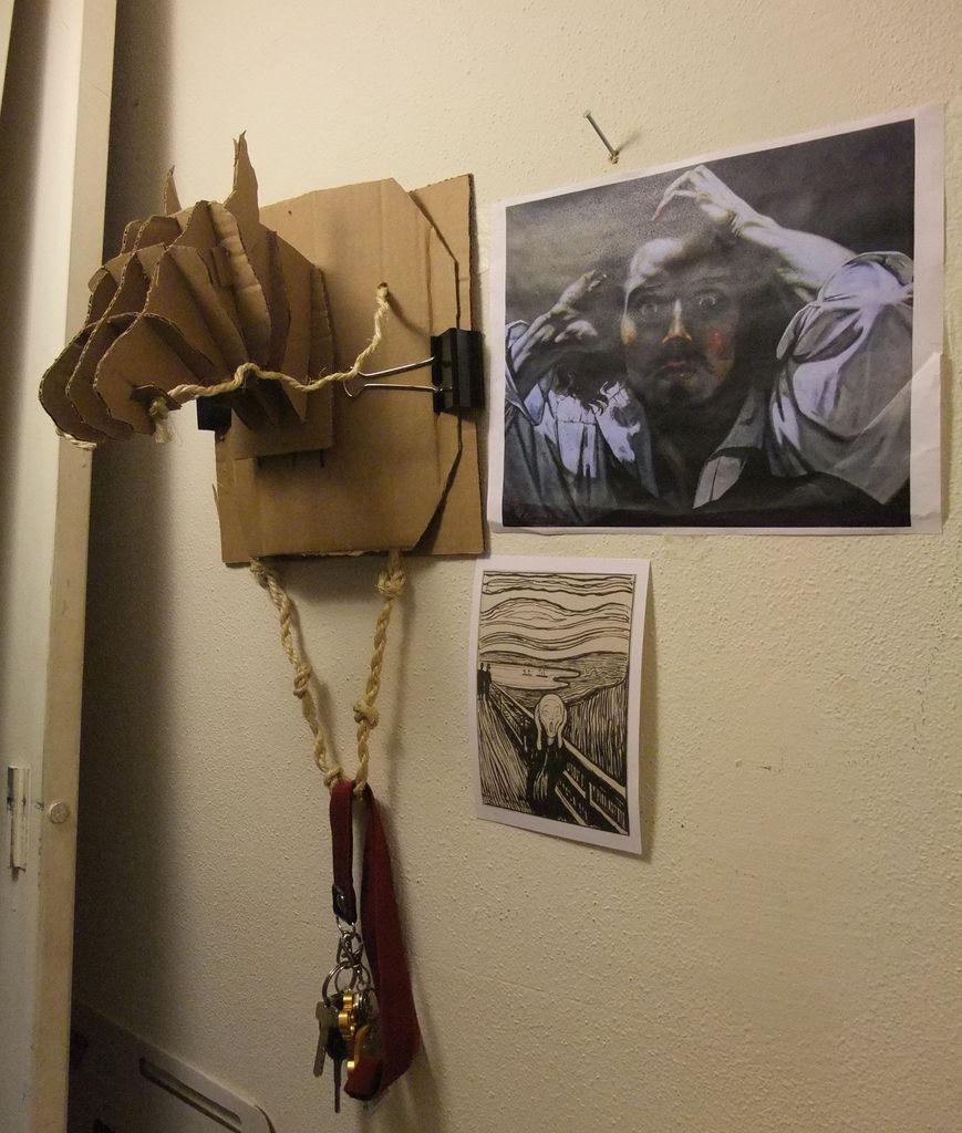 лошадка из картона для прихожей