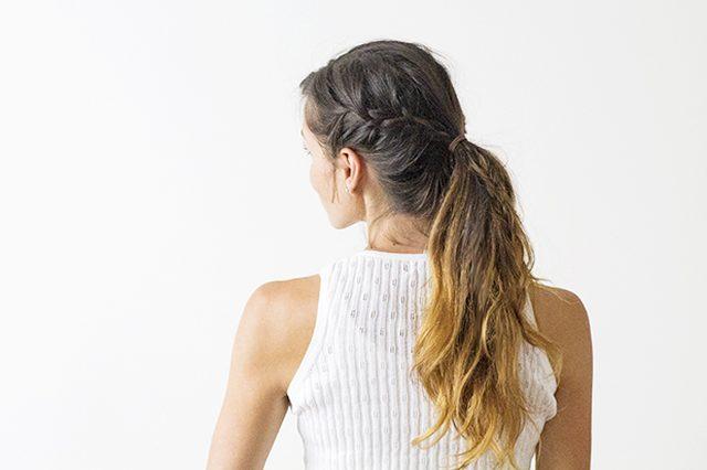 Как грамотно и легко уложить несвежие волосы в современную прическу - вариации конского хвоста с изюминкой