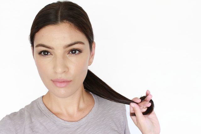 Как грамотно и легко уложить несвежие волосы в современную прическу - обтекаемый, гладкий низкий хвост