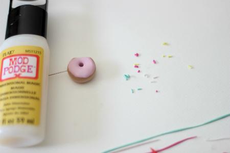 порежьте жгутики из клини на маленькие кусочки