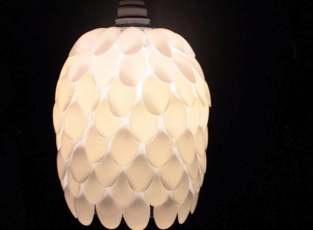 Как из пластиковых ложек сделать плафон для лампы/люстры