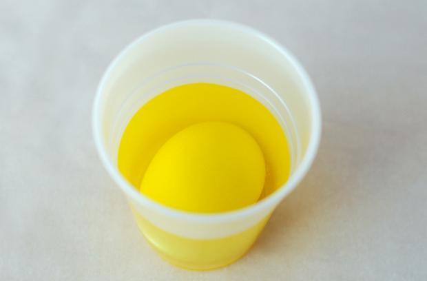 окрашивание яиц на Пасху таблетками