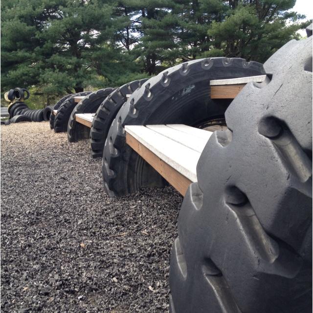 применений шин для дачи и города – скамейки