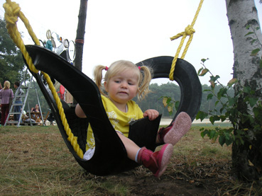 Качели со спинкой для малышей от 5-ти лет - из автомобильных шин/покрышек