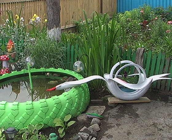композиция из пруда и лебедя из автомобильных шин - дизайн для дачных участков и детских площадок