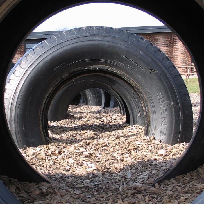 Тоннели из автомобильных покрышек/шин для детских площадок - вкопанные в землю огромные покрышки