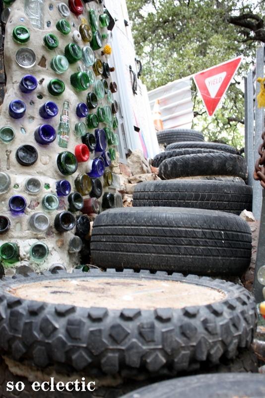 Из шин делают лестницы, бетонируя шины в ступени