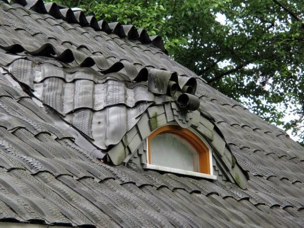 Покройте крышу вырезками из отработанных автомобильных шин