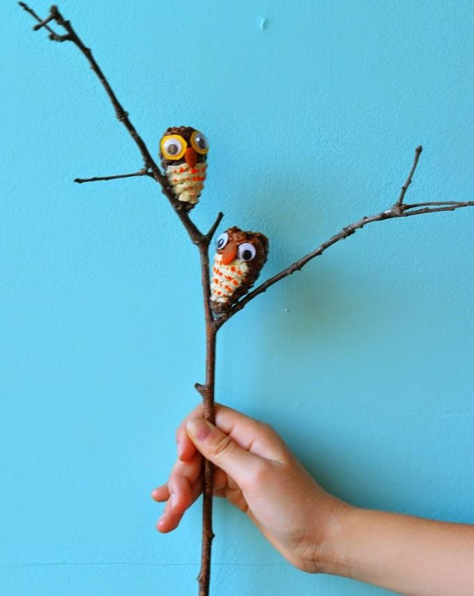 Как из шишек делать фигурки и елочные игрушки - совы
