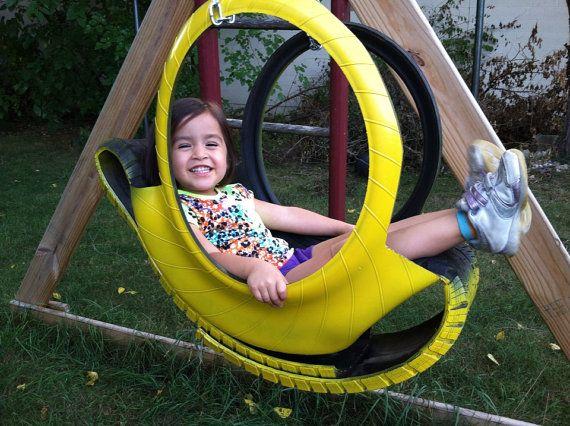 Яркие качели-люлька из автомобильной шины - для ребенка