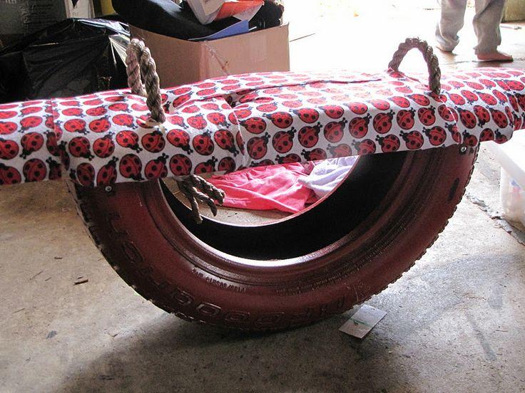 Классика - наземные качели для двоих с перекладиной на основе-рычаге из половины старой шиныпосередине плюс материал для мягкости