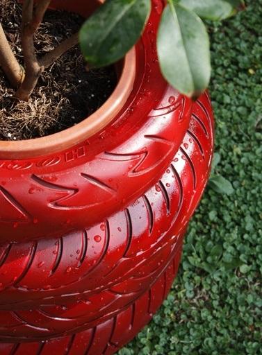 Оригинальные и эстетичные клумбы из шин - шины стопкой и правильный подбор цветов