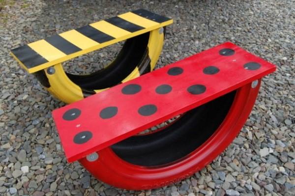 скамейки-качалки из автомобильных шин