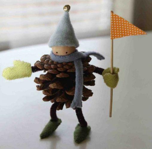 Как из шишек делать фигурки и елочные игрушки - зимний спортивный болельщик