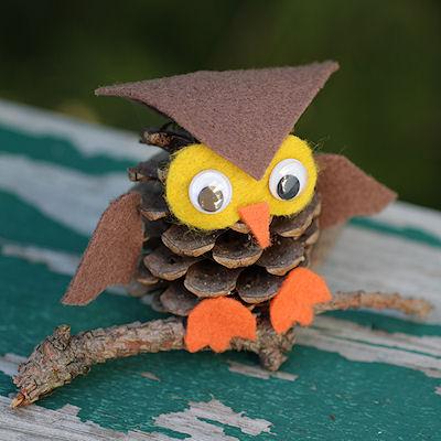 Как из шишек делать фигурки и елочные игрушки - совы из фетра, раные варианты