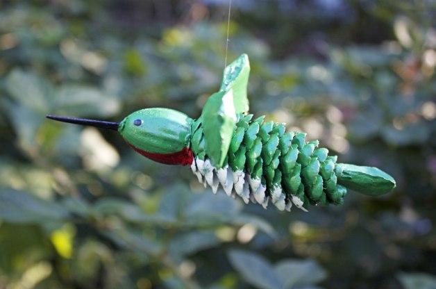 Как из шишек делать фигурки и елочные игрушки - колибри