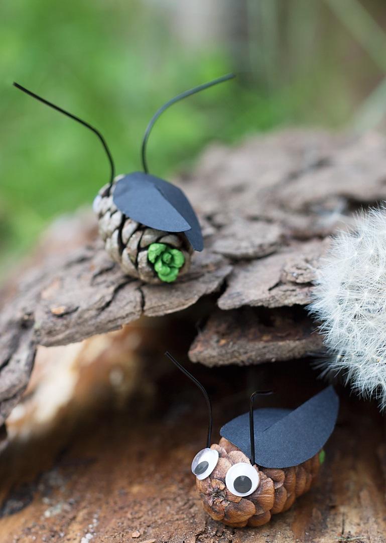 Как из шишек делать фигурки и елочные игрушки - жуки-светлячки