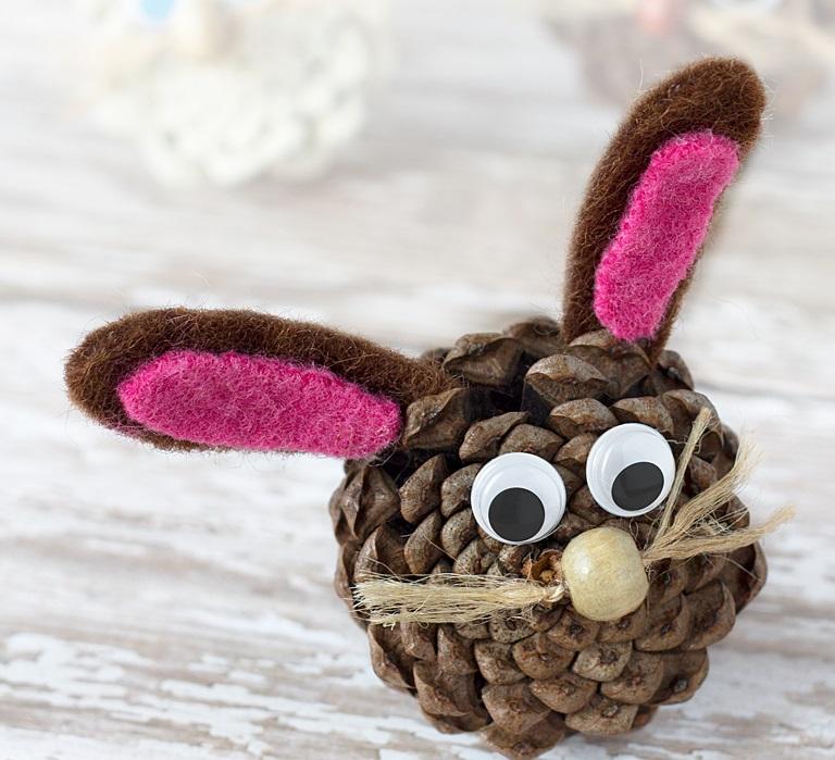 Как из шишек делать фигурки и елочные игрушки - кролик