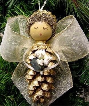 Как из шишек делать фигурки и елочные игрушки - ангелы