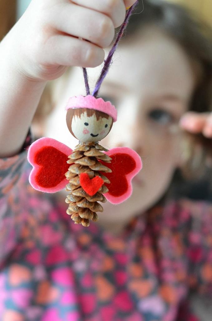 Как из шишек делать фигурки и елочные игрушки - Феи-бабочки
