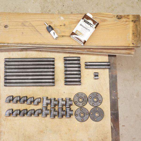 инструменты и детали для полки из труб
