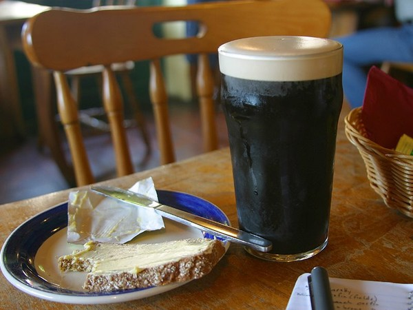 бокал спраута - крепкое темное пиво