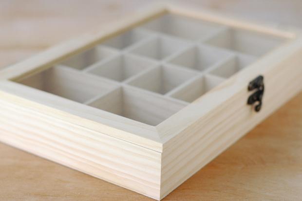 приобрести деревянную сегментированную коробочку со стеклом на всю крышку