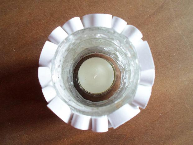готовый подсвечник из банки и полосок бумаги по технике квиллинг: вид сверху