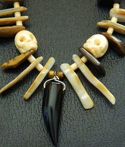 крупное костяное (под кость) ожерелье в духе/стиле вуду