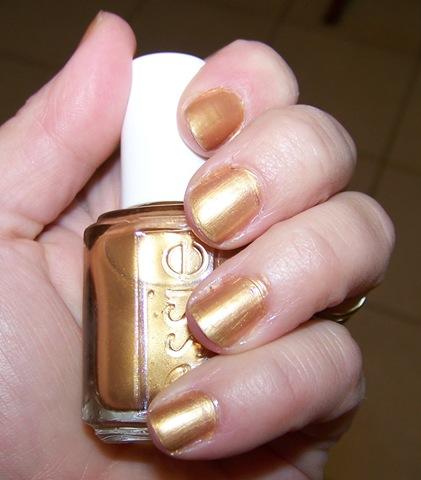 оттенок лака для ногтей золотой металлик «Shifting Power» от Essie