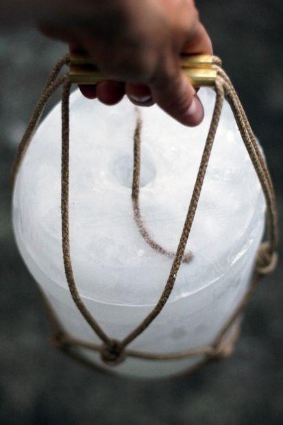 Готовое переносное ледяное ведерко-морозилка с крышкой своими руками