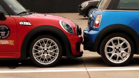 Как выполняется параллельная парковка: не забудьте про место для выезда - для себя и других водителей