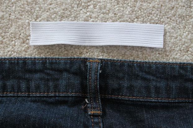 отрезать 13-14 сантиметров от резинки шириной в 2,5 см