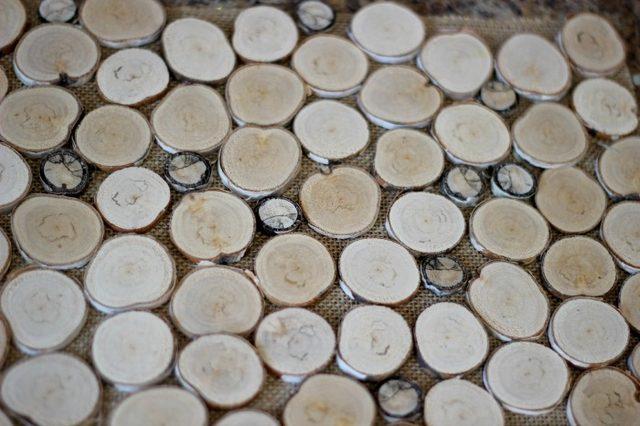Прежде чем клеить диски из дерева, распределите их ВСЕ на ткани
