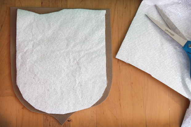 вырежьте подкладку нужной формы, плотности и размера для прихватки