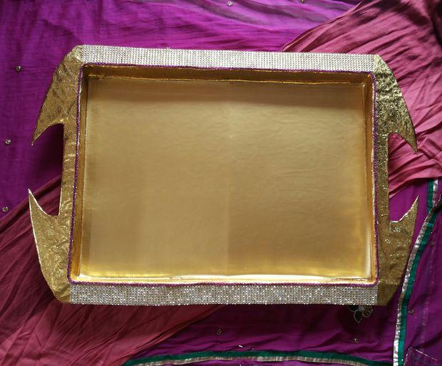 Красим поднос приглушенно-золотой краской