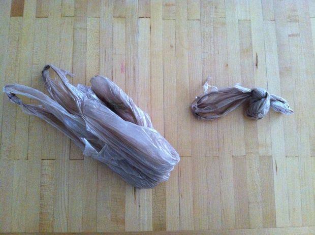 Если используете пластиковые мешки, завяжите их в большой узел