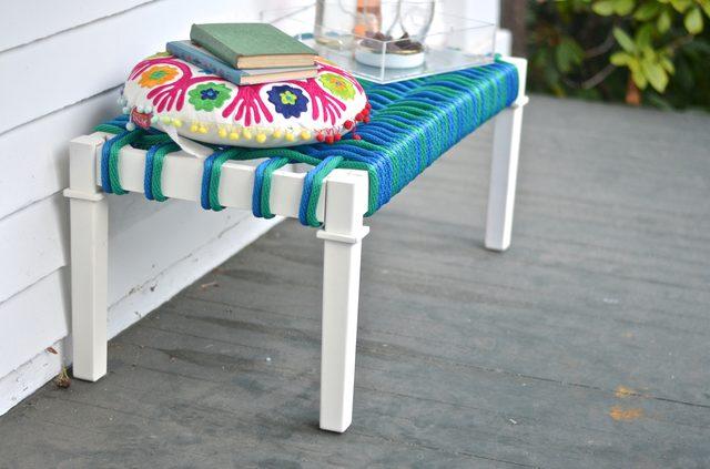 Как из журнального столика сделать современную скамейку с плетеным сидением