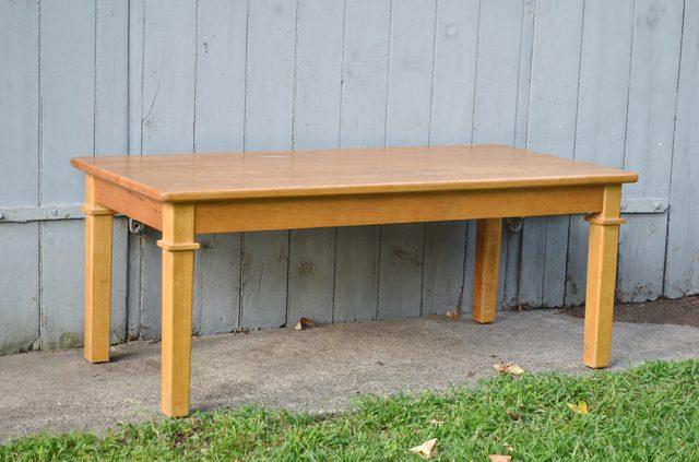 Старый журнальный столик - исходник для трендовой скамьи с плетеным сидением своими руками