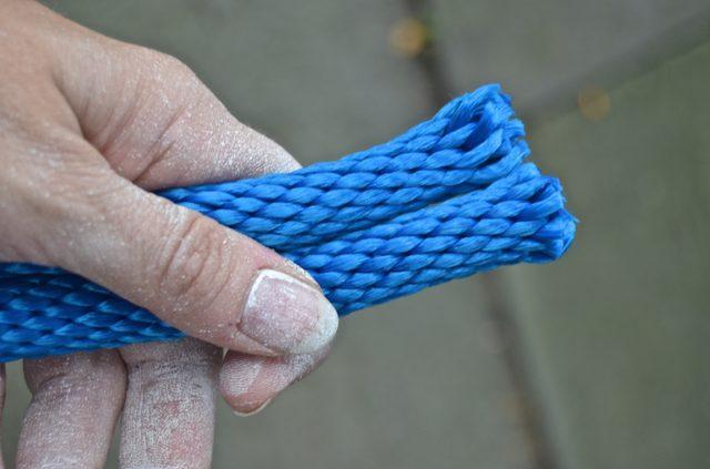 Кончики нарезанных нейлоновых шнуров