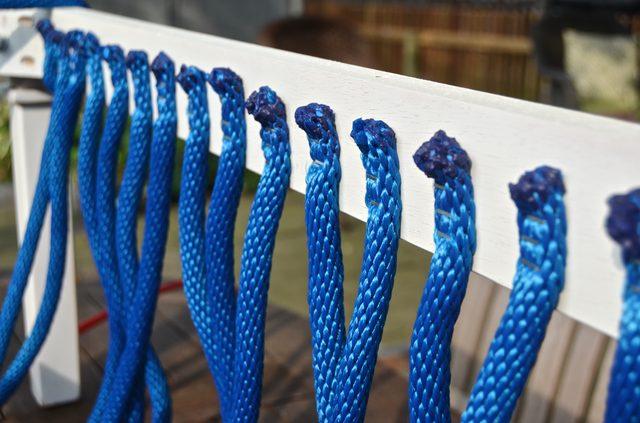 Кончик нового шнура крепим по аналогии и как можно ближе к уже закрепленному