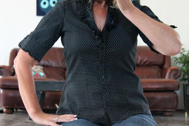 расставленная слишком тесная в груди блуза