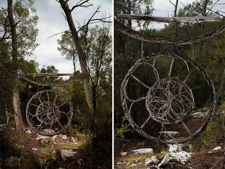 Спенсер Байлс (Spencer Byles) провел год за созданием скульптур из природных и найденных материалов в диких лесах