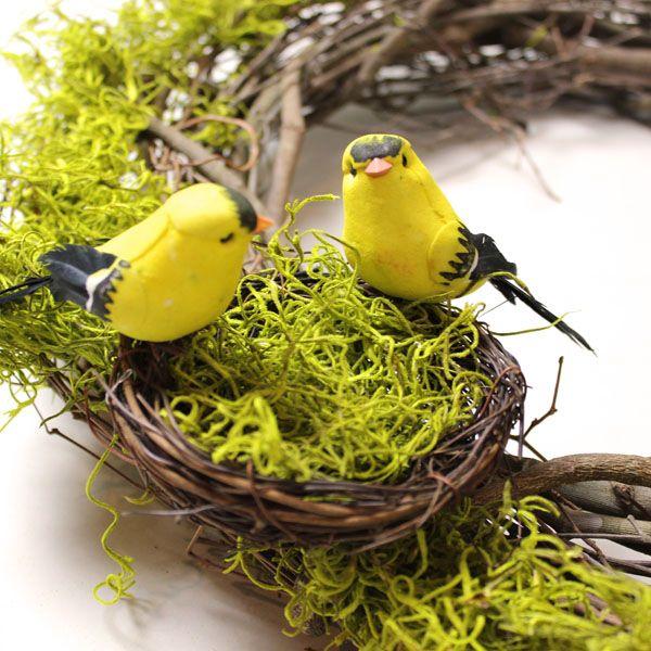 крепим гнездо с птицами на венок